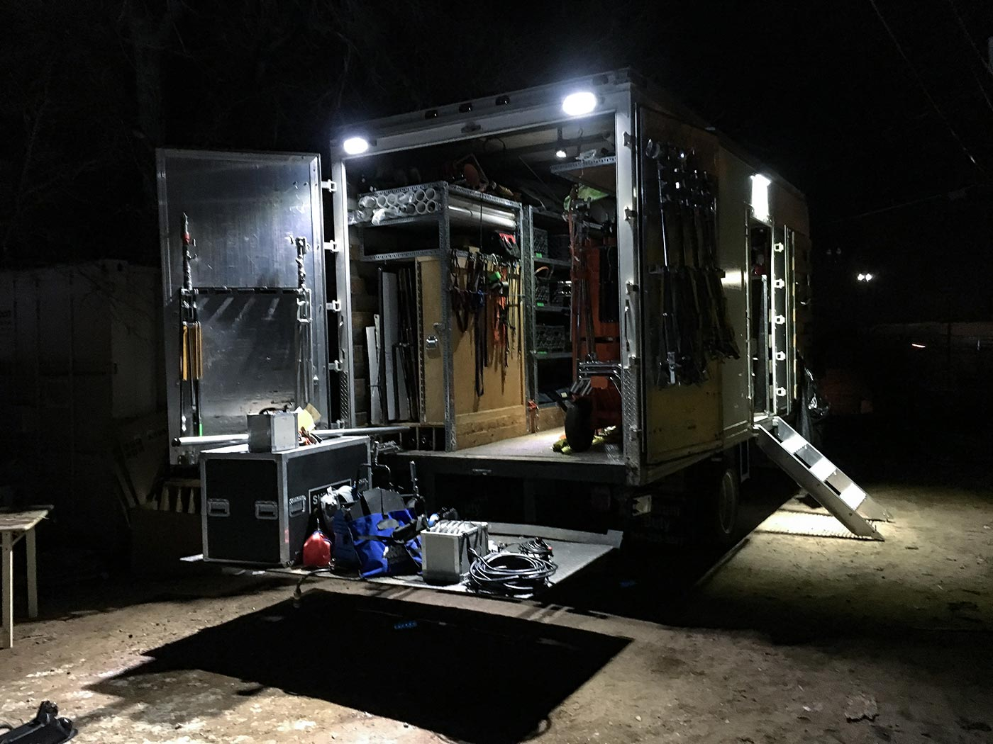 Grip Truck set wrap night